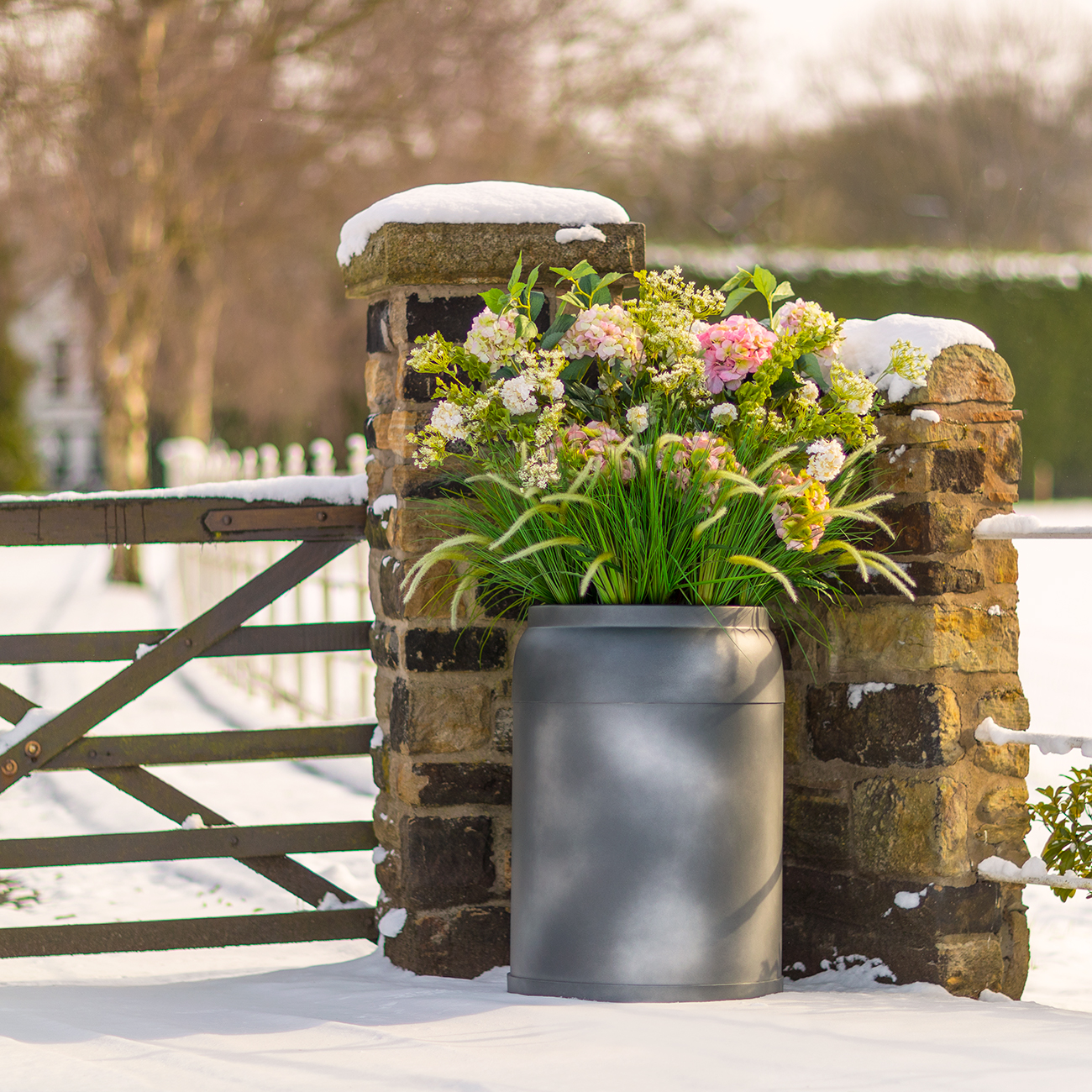 Milkkans-large-planter-by-Europlanters