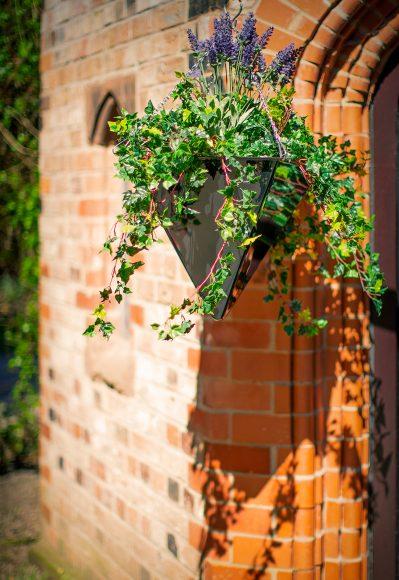 Pyramid-hanging-planter-Europlanters